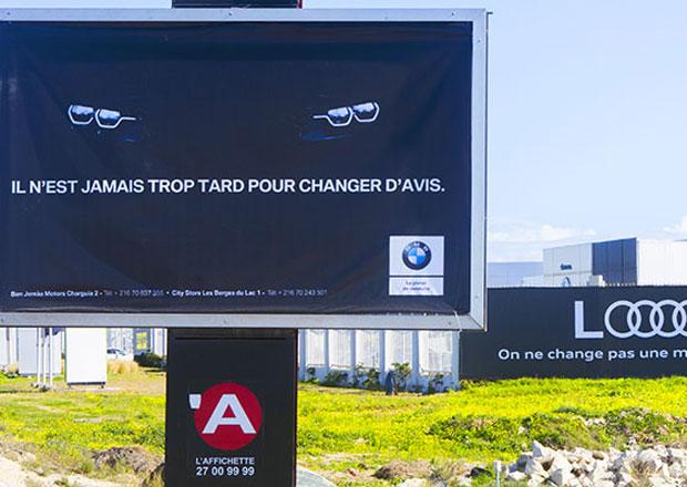Billboardové pošťuchování BMW a Audi má pokračování! A opět baví svět