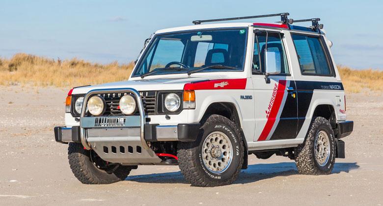 Dakarský speciál Mitsubishi Pajero oslavil 30 let a zamířil do dražby. Cena je překvapivě nízká