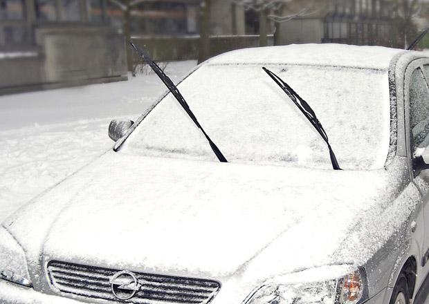 Provoz auta v tuhých mrazech. Může zmrznout palivo? A jaké za volantem nosit oblečení?