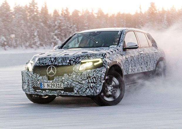 Mercedes láká na elektrický crossover. Zvládne i driftovat