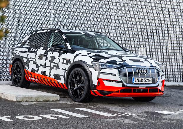 Zakamuflovaný prototyp Audi e-tron říká, že do série už je blízko