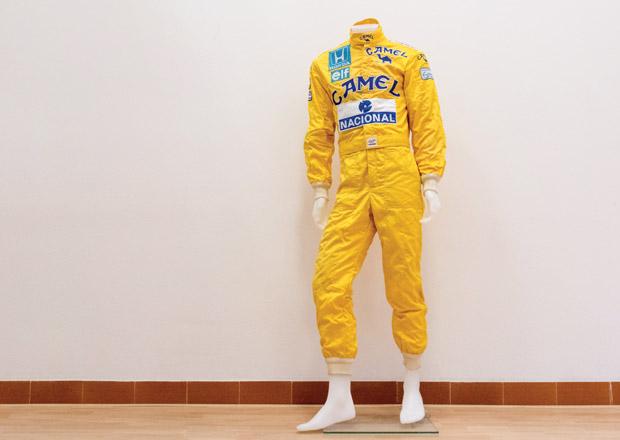 Jezděte v McLarenu Senna stylově. K mání je šampionova kombinéza i s podpisem