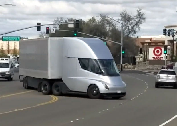 Tesla Semi: Elektrický tahač už jezdí v reálném provozu