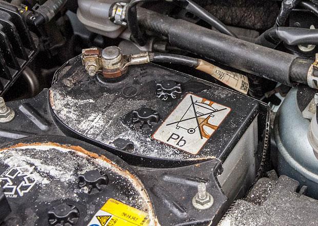 Mazda a 12voltový akumulátor lithium-ion: Zvoní olověným baterkám hrana?