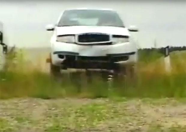 Podívejte se, jak drsně Škoda testovala první Fabii. Poničená karoserie byla na denním pořádku