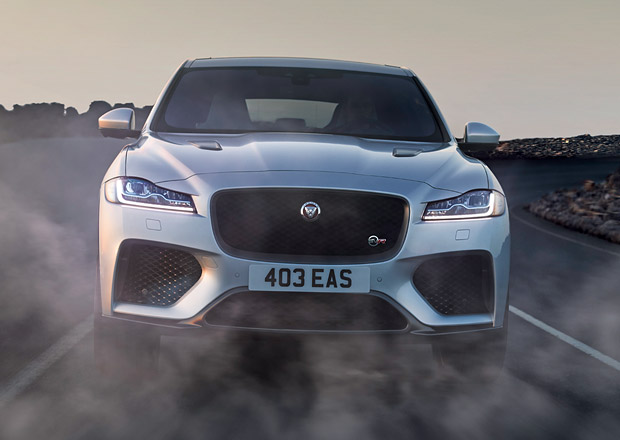 Jaguar F-Pace SVR: Světové auto roku 2017 dostalo pětilitrový osmiválec s výkonem 550 koní
