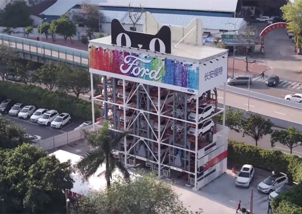 Ford v Číně otevřel automat na auta. Zápůjčka vozu je snadná jako koupě sodovky