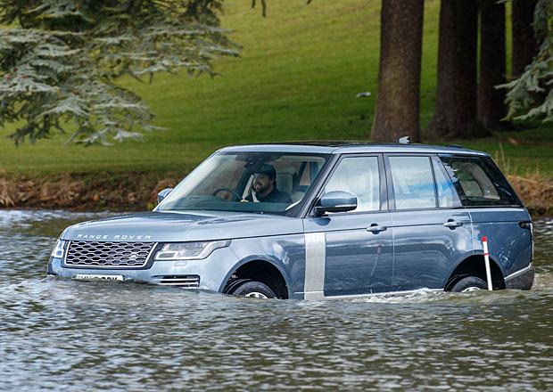 Návštěva lepší společnosti: Ve vodě i na okruhu jsme vyzkoušeli omlazené Range Rovery