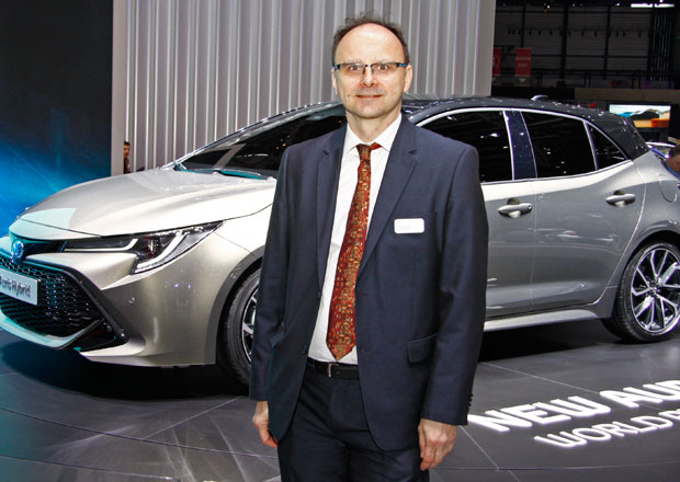 O nové technice Toyoty s šéfem jejího vývoje. Co na ní vyzdvihuje?