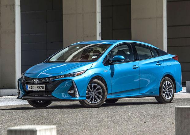Řidiči hybridních aut v Praze zaparkují v zónách za 100 Kč