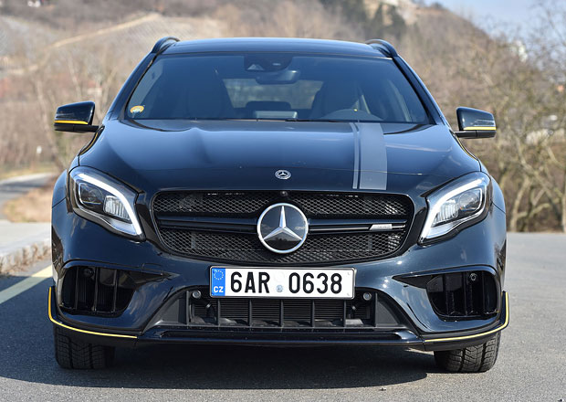 Mercedes-Benz GLA možná dorazí jako kupé soupeřící s BMW X2