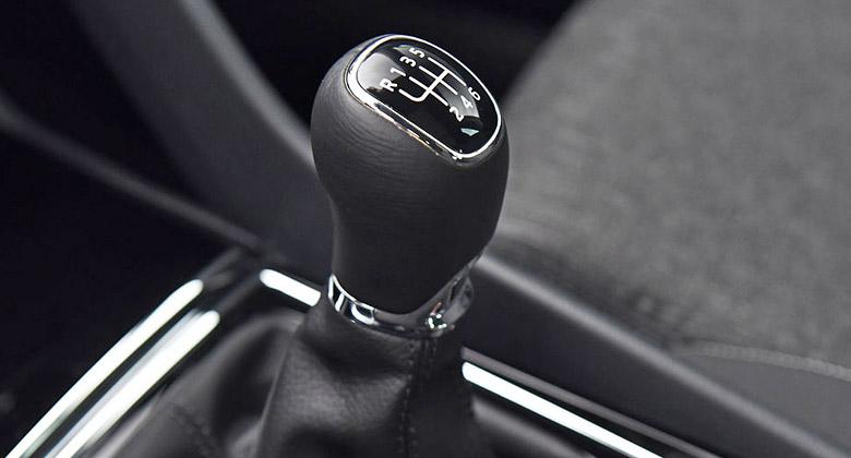 """Rozjíždění vozidla """"na dvojku"""": Škodí autu i vašim nervům!"""