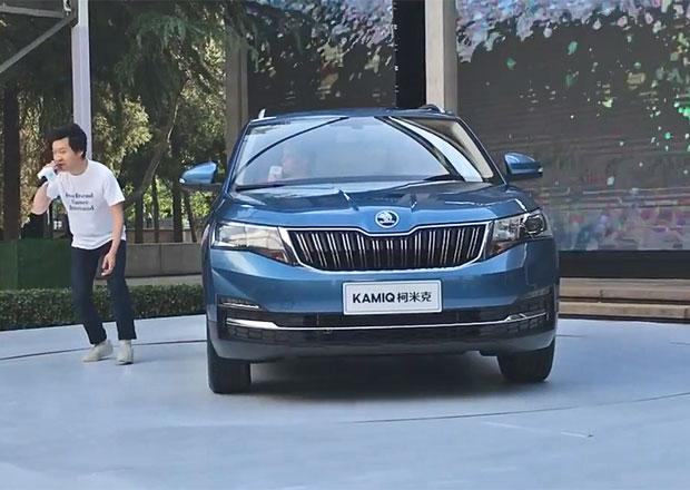 Takto vypadala čínská premiéra Škody Kamiq. Kravaťák s cyklistou udělali show jako Shakira