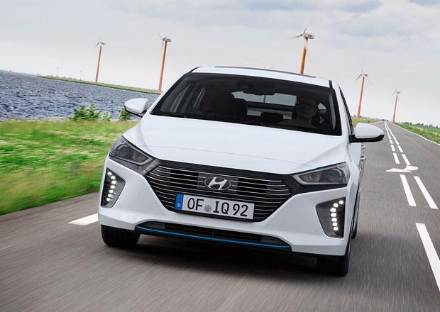 Čtvrtletní zisk automobilky Hyundai klesl o polovinu