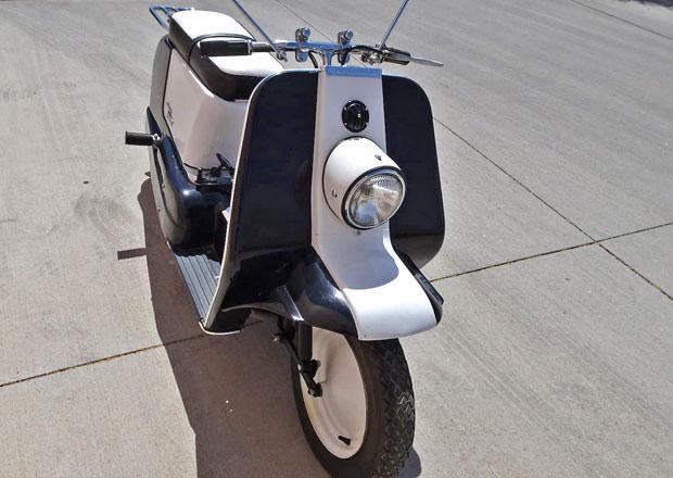 Věděli jste, že Harley-Davidson vyráběl skútr? Šlo s ním jezdit i bez řidičáku, přesto skončil v zapomnění