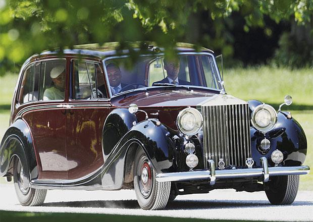 Královská svatba: Jakým autem přijela nevěsta Meghan Markle? A čím královna?