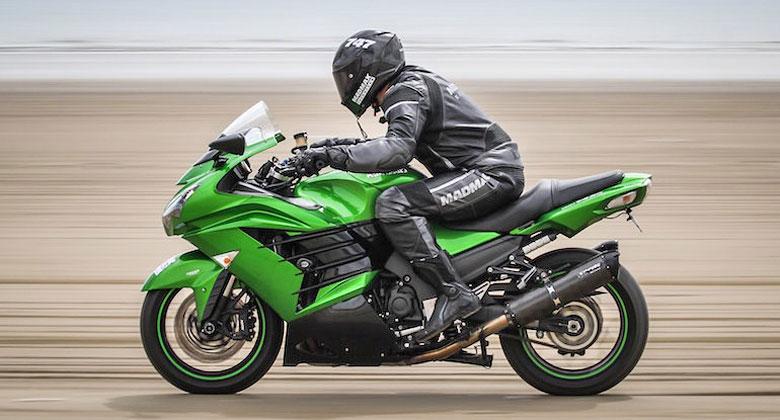 Rychlostní rekord na motocyklu na písku: Poháněl ho motor z vrtulníku