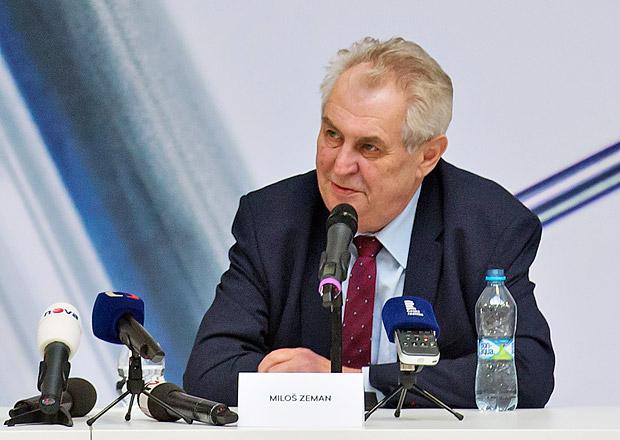 Vymění prezident Miloš Zeman Škodovku za BMW či Mercedes? Ministerstvo pro něj nově shání i SUV