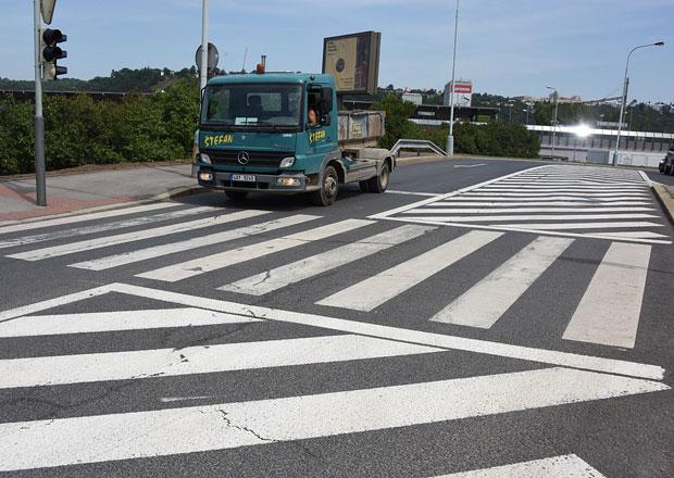 Co všechno si jako řidiči necháme líbit? Nesmyslné omezování dopravy v praxi!