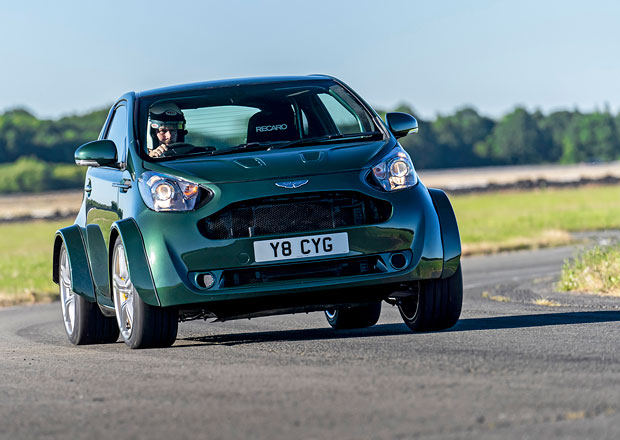 Bláznivý Aston Martin ještě bláznivější. Prohlédněte si osmiválcové miniauto