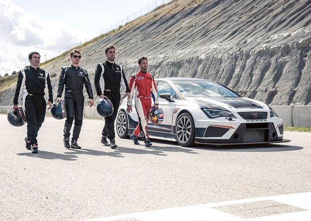 Jezdci MotoGP týmu Ducati Corse vyměnili řídítka za volant vozu Cupra TCR