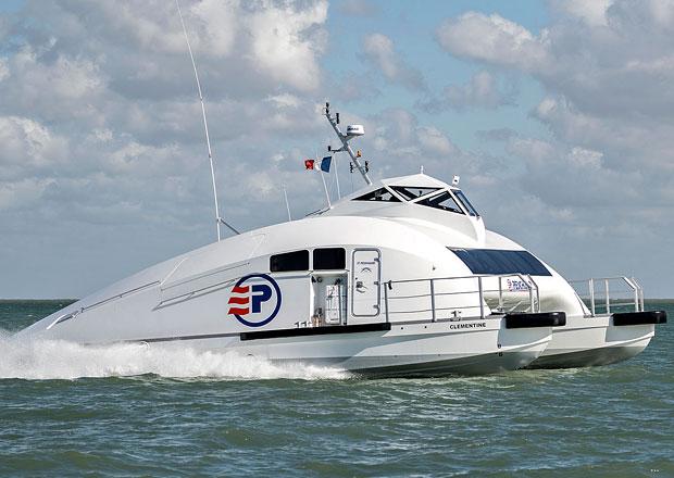 Clémentine s motory Scania je loď, která je téměř jako letadlo