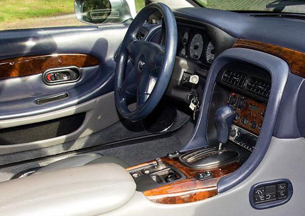 Aston Martin DB7: S Mazdou MX-5 má společnou jednu součástku