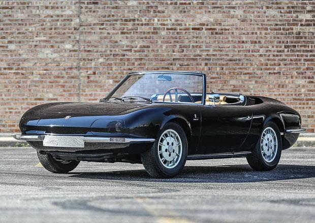Poznáte, co je tohle auto zač? Napovíme, že ho postavil Bertone