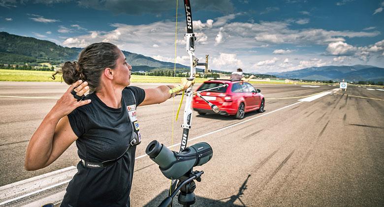 Škoda Octavia RS vyzvala na souboj… vystřelený šíp!