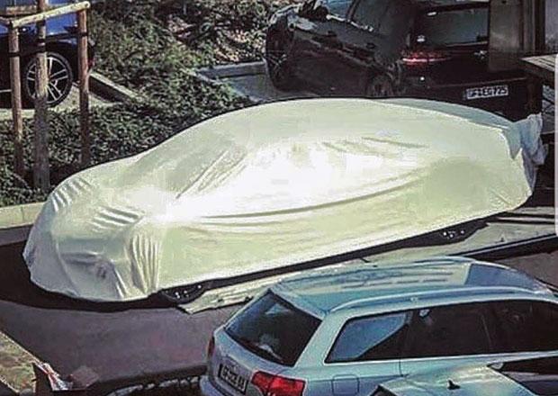 Přijde konečně Bugatti se čtyřdveřovým sedanem? Tohle zamaskované auto naznačuje, že ano!