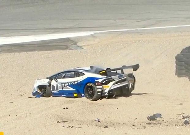Závodnice poslala Lamborghini plnou rychlostí do bariéry. Po ošklivé nehodě je v pořádku