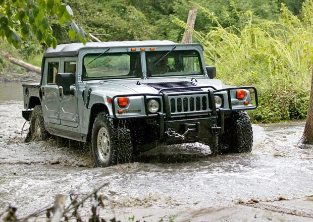 Výrobce Humvee je na prodej. Mezi zájemci jsou General Motors i FCA Group!