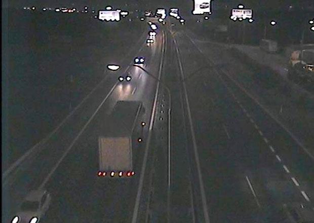 Slovák vjel s kamionem na dálnici v Bratislavě do protisměru. Nadýchal 1,9 promile
