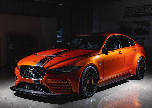 Tohle je jeden z prvních produkčních Jaguarů XE Project 8. Jezdit bude v Česku, majitele stál přes 5 milionů