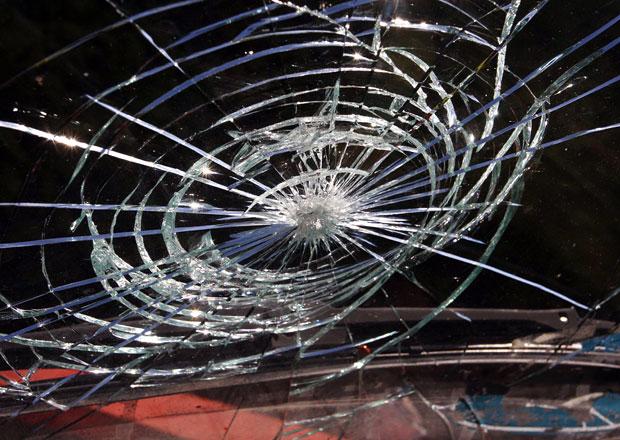 Pojištění čelního skla: Pojišťovny škody neproplácí. Víme, jak se k penězům dostat!