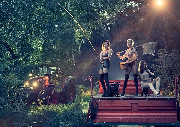 Zetor v novém kalendáři vyslal krásné dívky do přírody