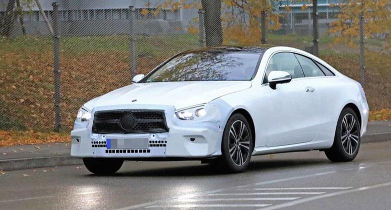 Mercedes třídy E zachycen špiony. Chystá drobné změny designu a hybridní čtyřválce