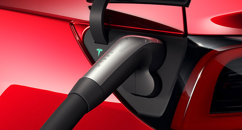 Teslu Model 3 teď nabijete na více místech. V Evropě dostane jiný konektor