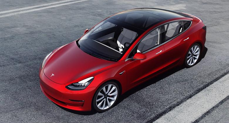 Ministr zkritizoval německé elektromobily. Chce, aby byly stejně sexy jako ty od Tesly