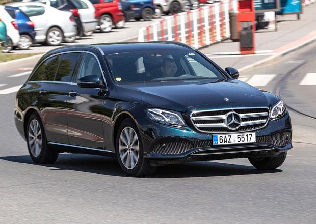 Český trh v listopadu 2018 podle segmentů: Vedou Škodovky, Peugeot, ale také Mercedesy