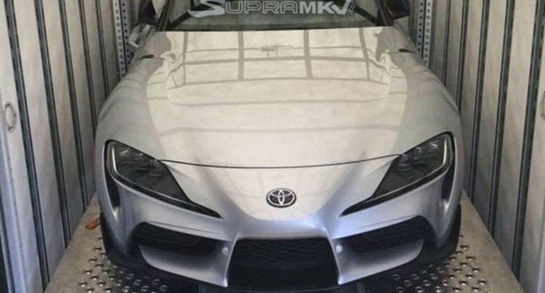Příď Toyoty Supra zachycena zcela bez maskování. Kam přijde registrační značka?