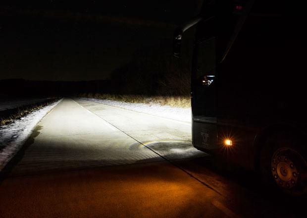 Mercedes-Benz a Setra u svých autobusů sází na LED světlomety