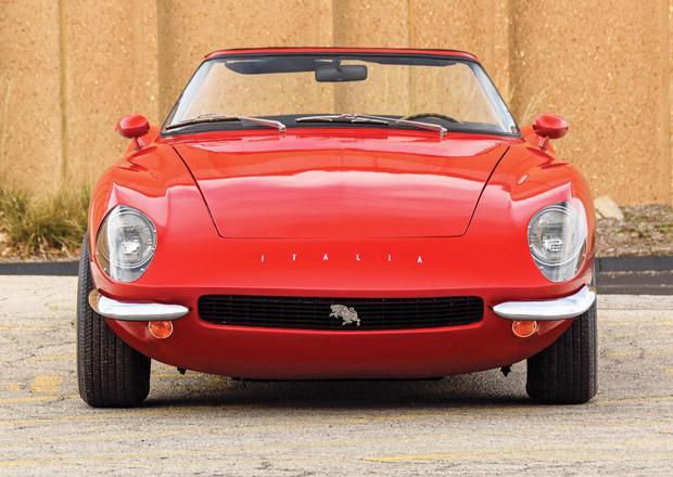 Vypadá jako Ferrari, ale není to Ferrari. Znáte dílo InterMeccanica Italia Spyder?