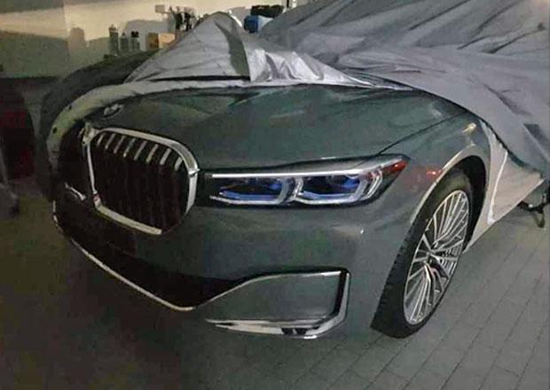 Omlazené BMW řady 7 uniklo na veřejnost. A ukázalo gigantické ledviny