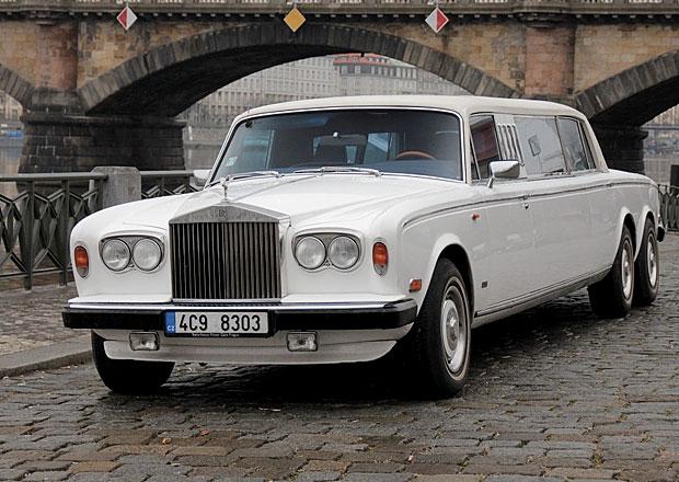 Prodloužené limuzíny Rolls-Royce jezdí i v České republice. Včetně unikátní šestikolky!