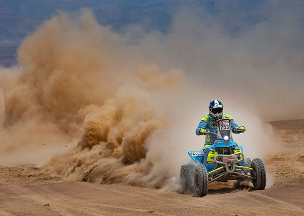 Rallye Dakar 2019: Engel poslouchá tátu a Roučková letěla v kombinéze