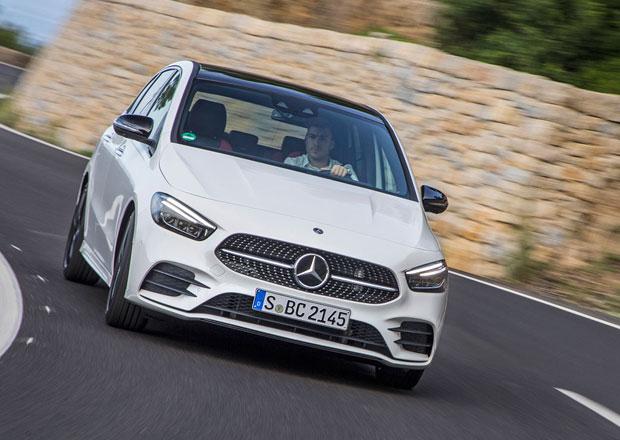 Daimleru prudce klesl zisk, z části kvůli obchodním sporům
