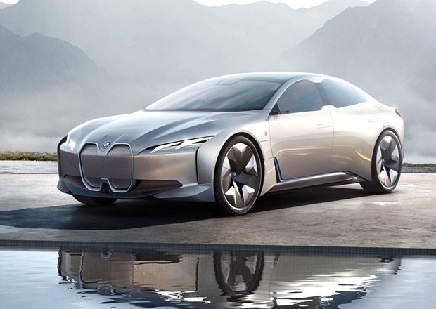 BMW prý pracuje na elektrické sedmičce s dojezdem 600 km a parádním výkonem
