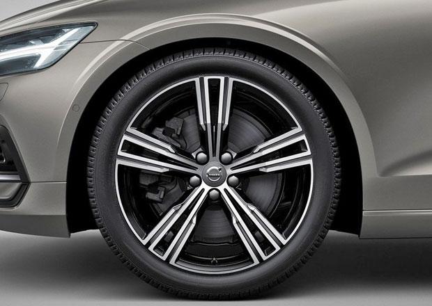 Víte, proč mají moderní auta zvláštní prolisy nad koly?