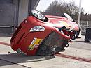 Jak bezpečný je malý kabriolet při převrácení?